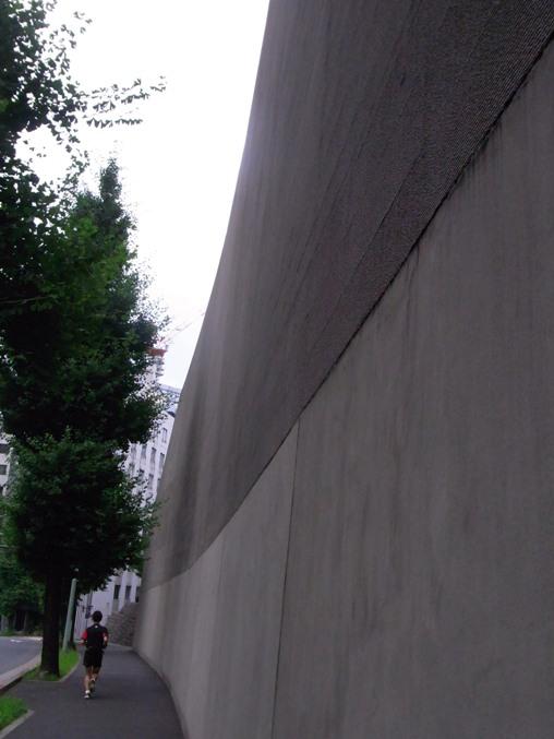 08官邸の塀.jpg